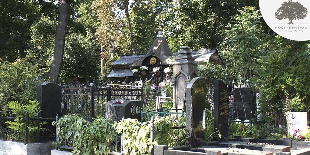 Могила Матроны Московской на Даниловском кладбище