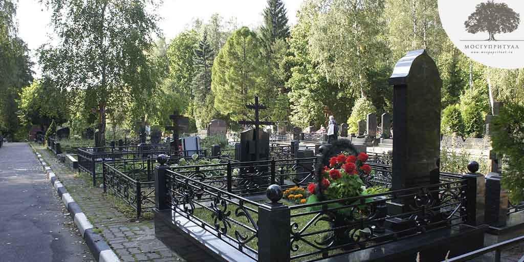 место на кладбище в Москве