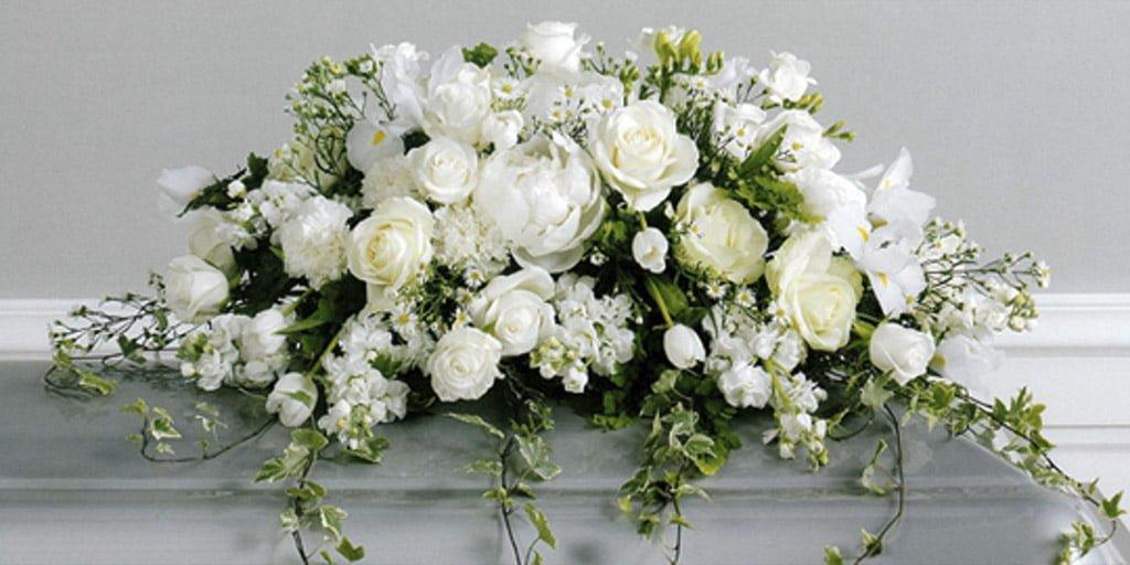 ритуальные цветы: какие цветы приносят на похороны