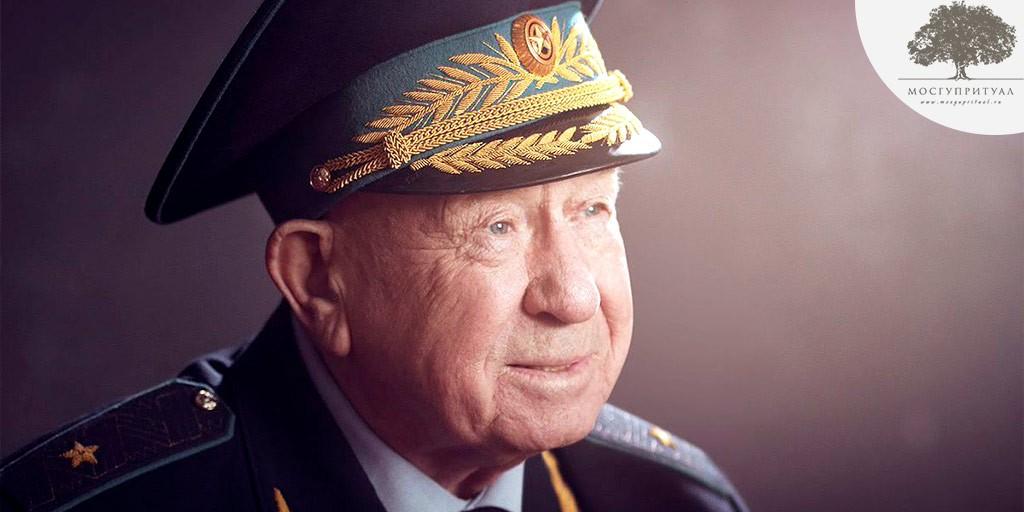 Великий космонавт Алексей Леонов